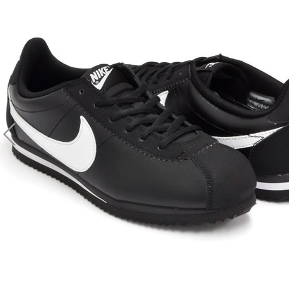 official photos f3f45 66081 🖤OG Nike Cortez black+white leather. Black sole🖤